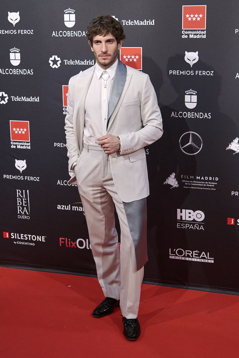 vQuim Gutiérrez eligió un Dior Men súper original para los Premios Feroz 2020