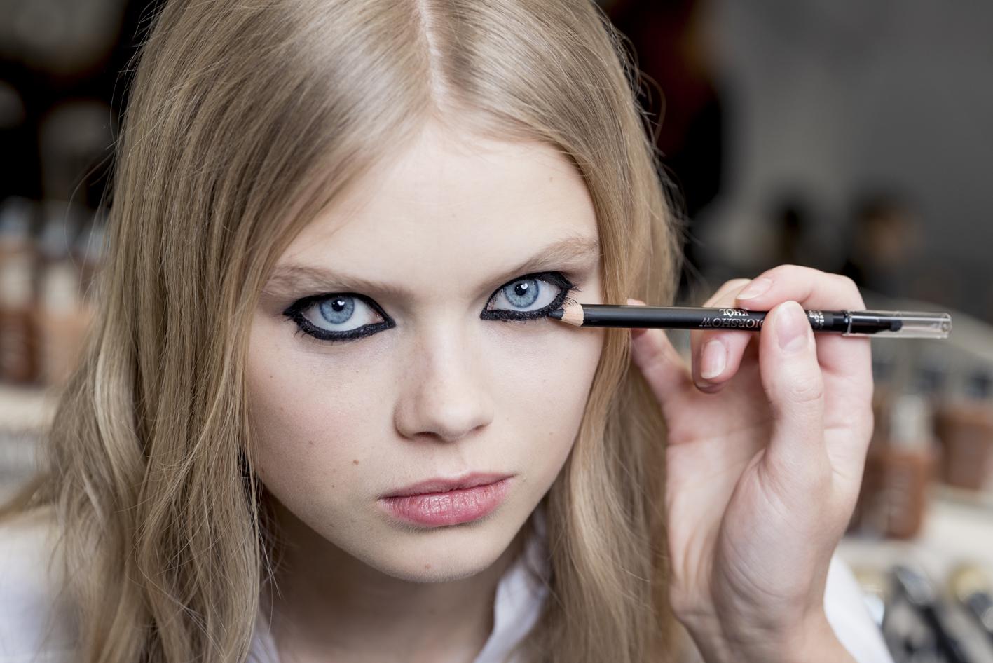 Copiamos el beauty look del desfile de Dior en PFW con el eyeliner como protagonista