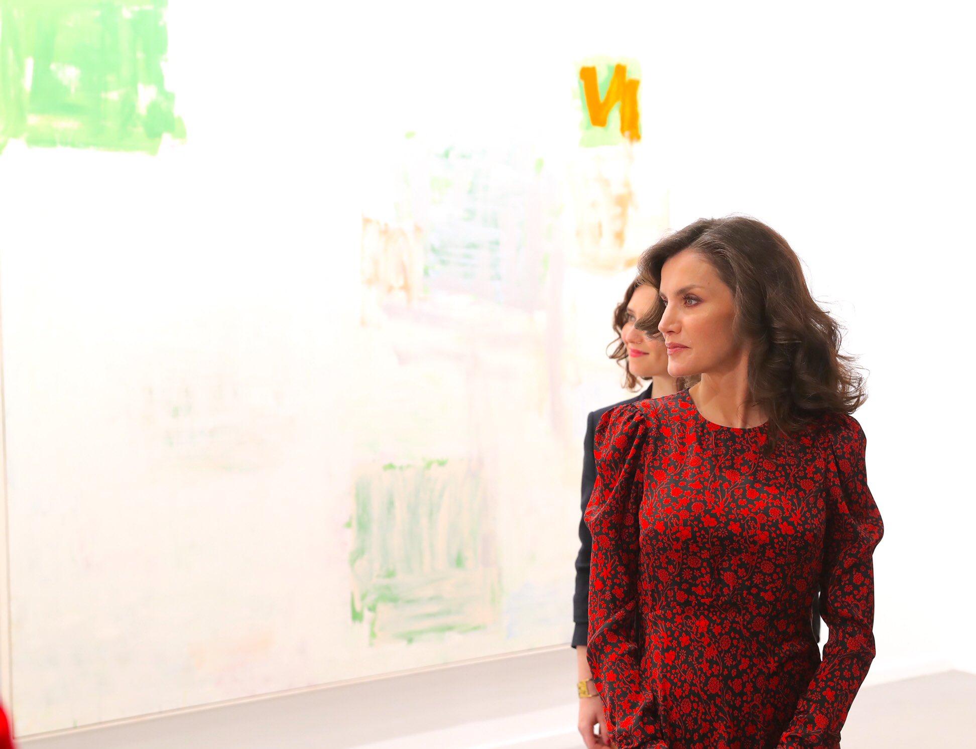 La reina Letizia inaugura ARCO con un lookazo (de rebajas) y un atrevido maquillaje