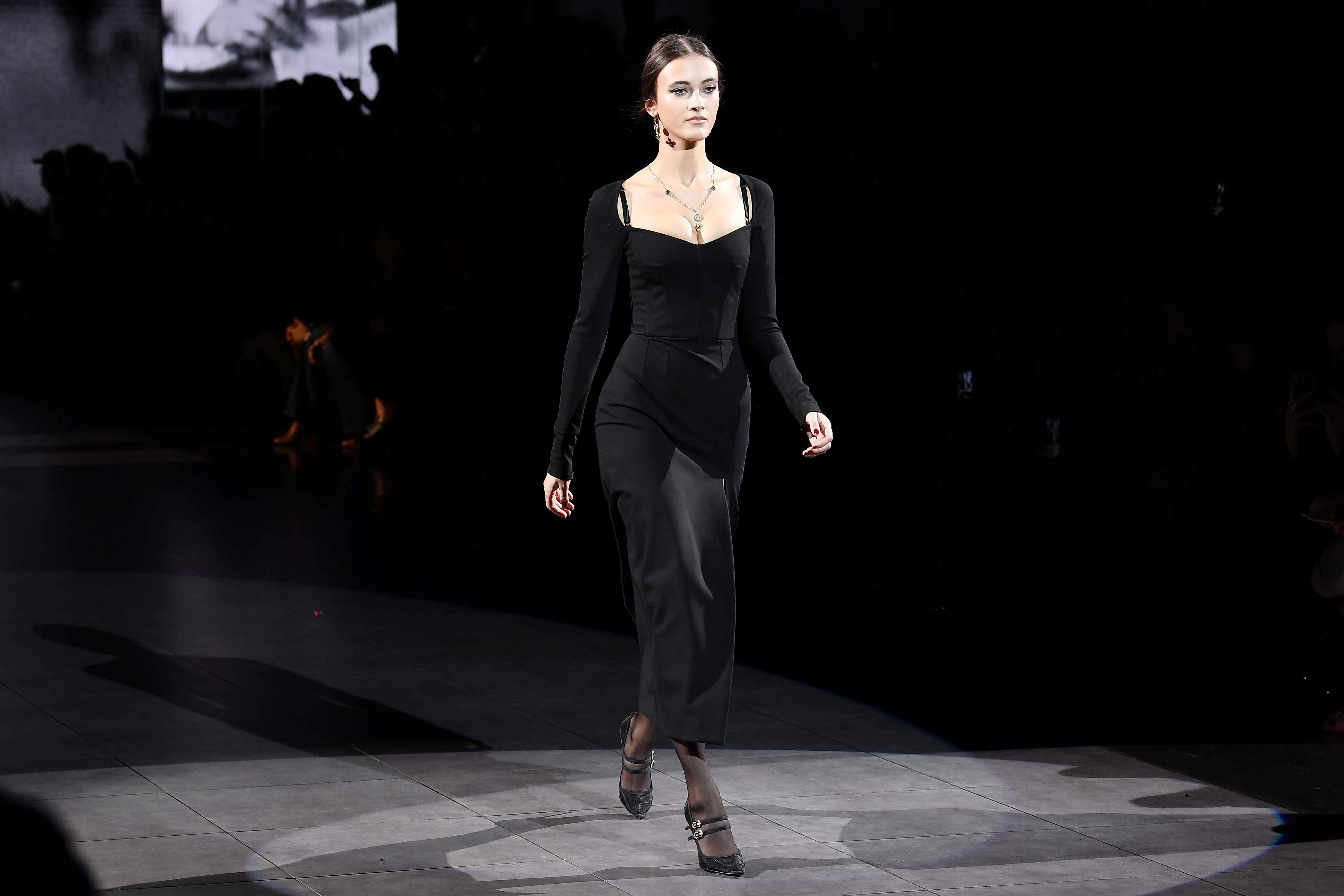 MFW: Dolce & Gabbana o cómo reinterpretar el clásico vestido negro para otoño-invierno 2020