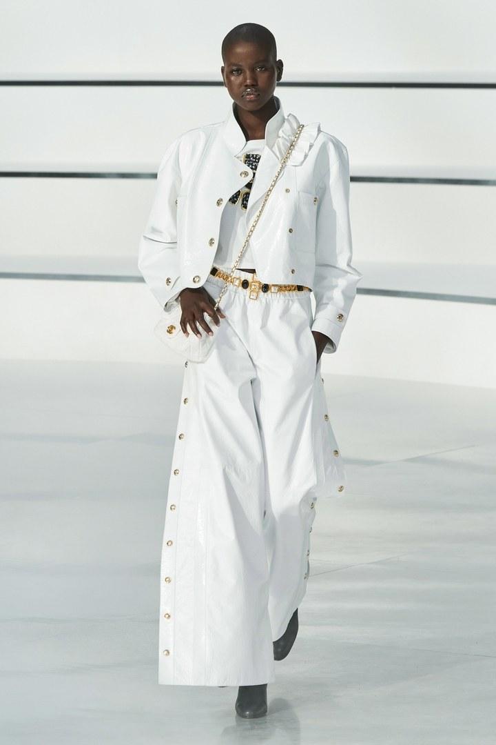 PFW: La 'nueva era' de Chanel confirma el blanco y negro como el color del otoño 2020/21