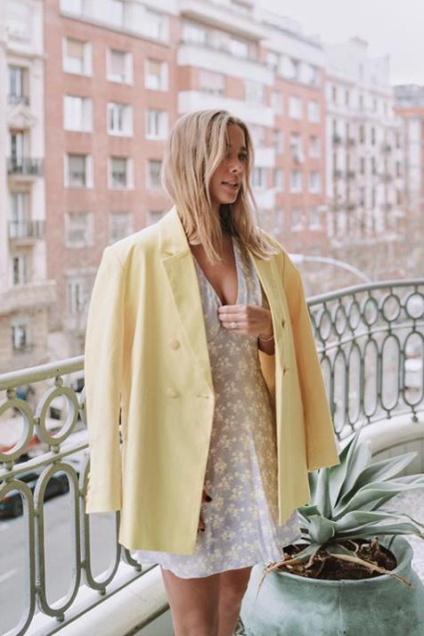 María Pombo tiene el blazer amarillo perfecto y sabemos dónde conseguirlo