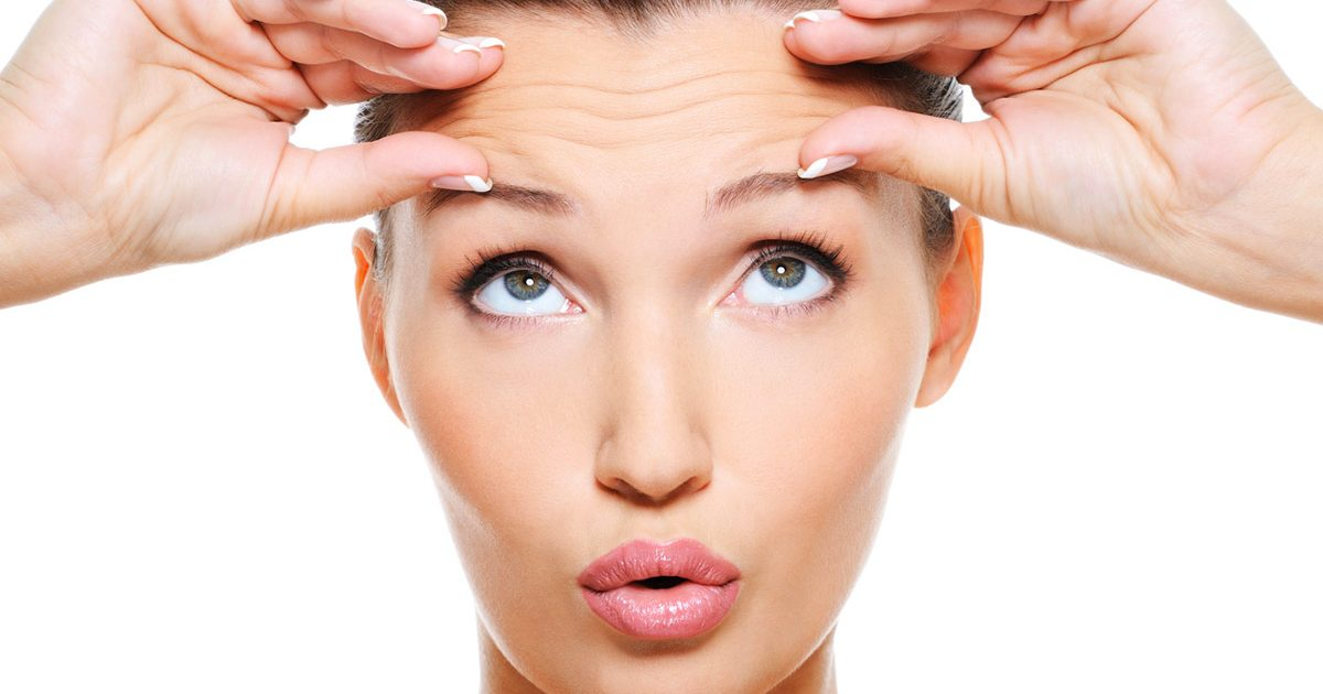 7 ejercicios faciales que debes probar para prevenir las líneas de expresión