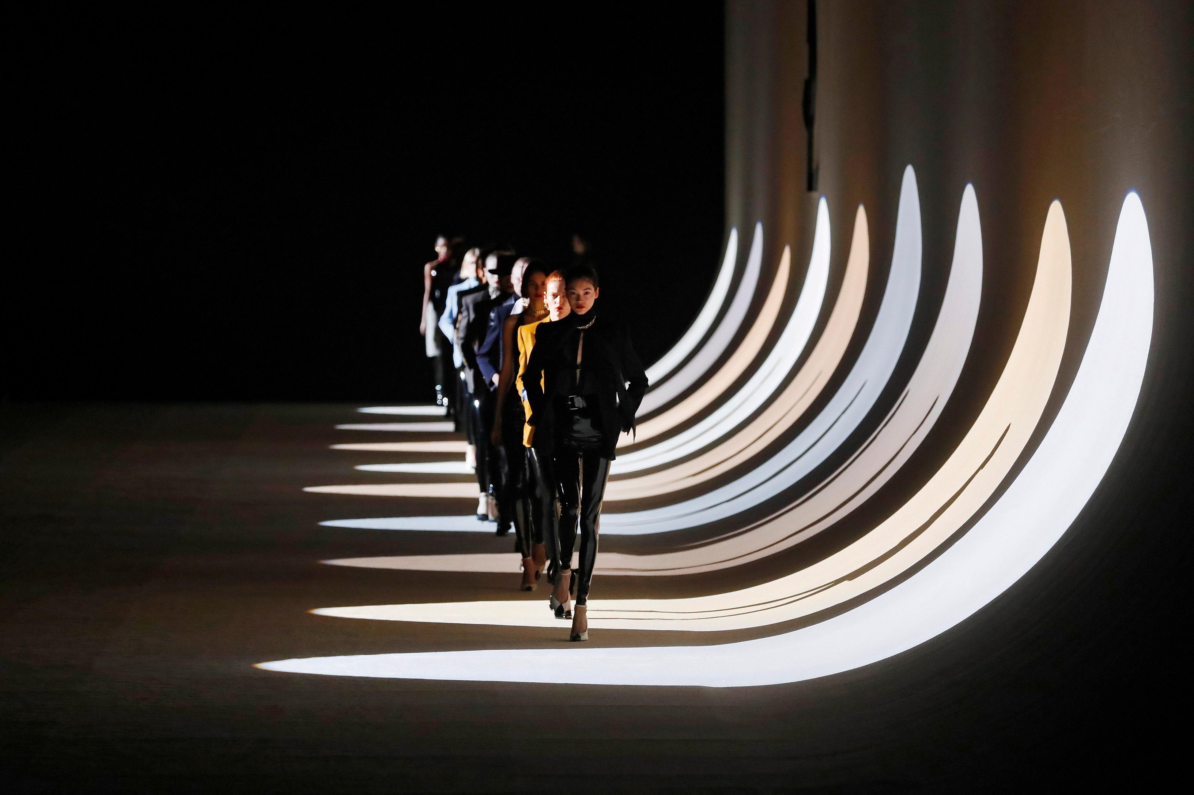 Saint Laurent responde a la crisis y dice adiós a Paris Fashion Week en 2020