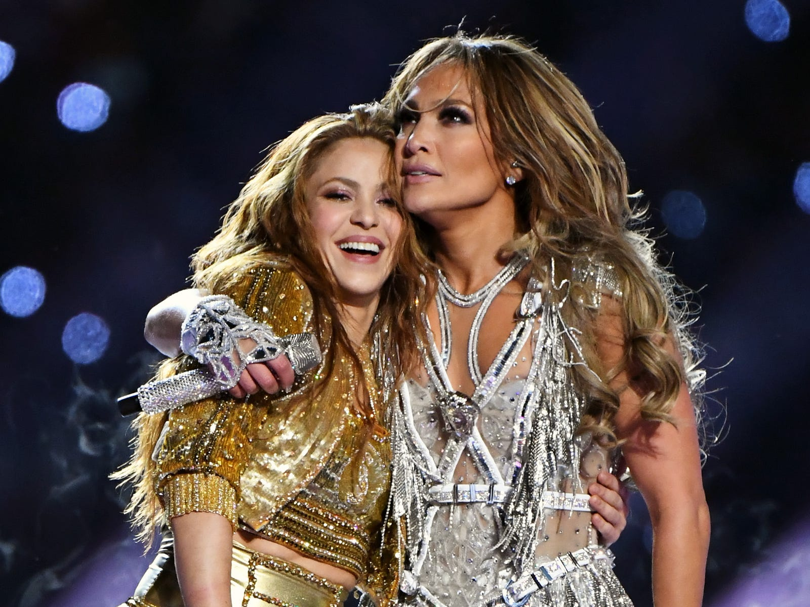 Jennifer Lopez comparte sus secretos de baile con Shakira en un vídeo viral