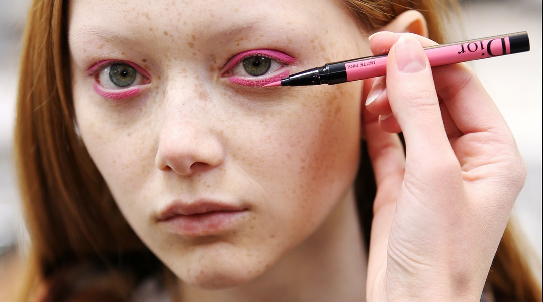 Los ojos son los nuevos labios: el eyeliner y la máscara desbancan al labial