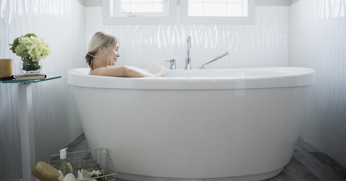 Bañarte con agua caliente es un error y te decimos por qué