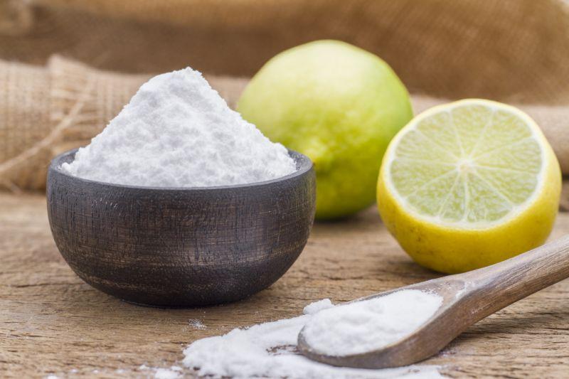 Te contamos por qué exfoliarte con bicarbonato es un error que podría estar dañando tu piel
