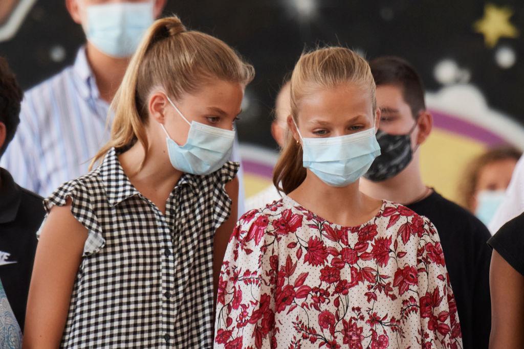 Estampados, low cost y moda española: los vestidos de Leonor y Sofía en su segundo día en Mallorca
