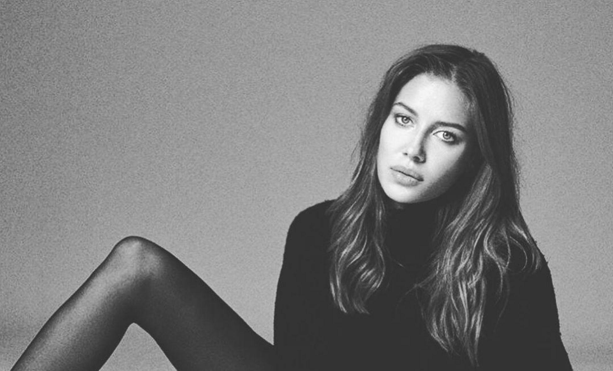 "Nuevas sorpresas en la vida de Nicole Poturalski, la ""novia"" de Brad Pitt con la que viajó a Francia"