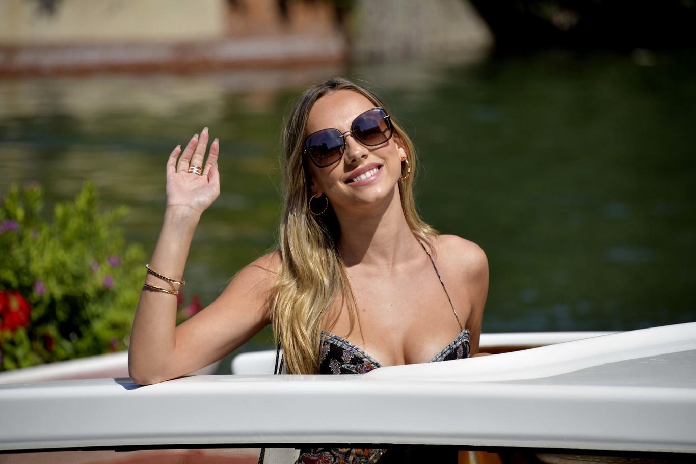 Ester Expósito ya está en Venecia con un look de infarto