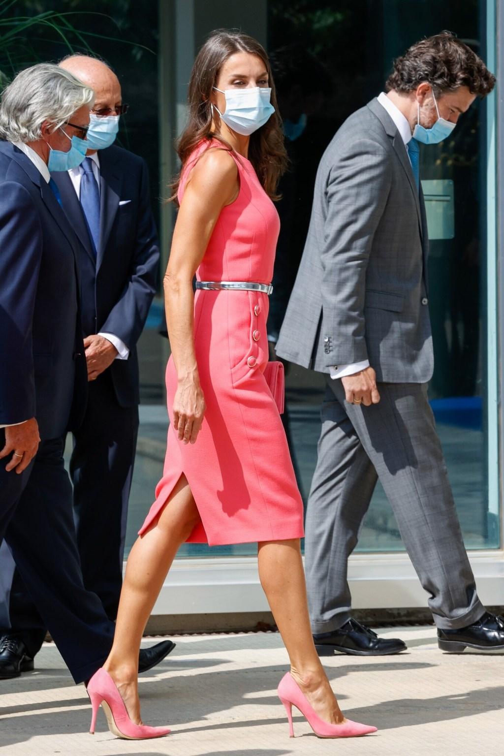 La reina Letizia vuelve a demostrar que un total look rosa es perfecto para cualquier ocasión
