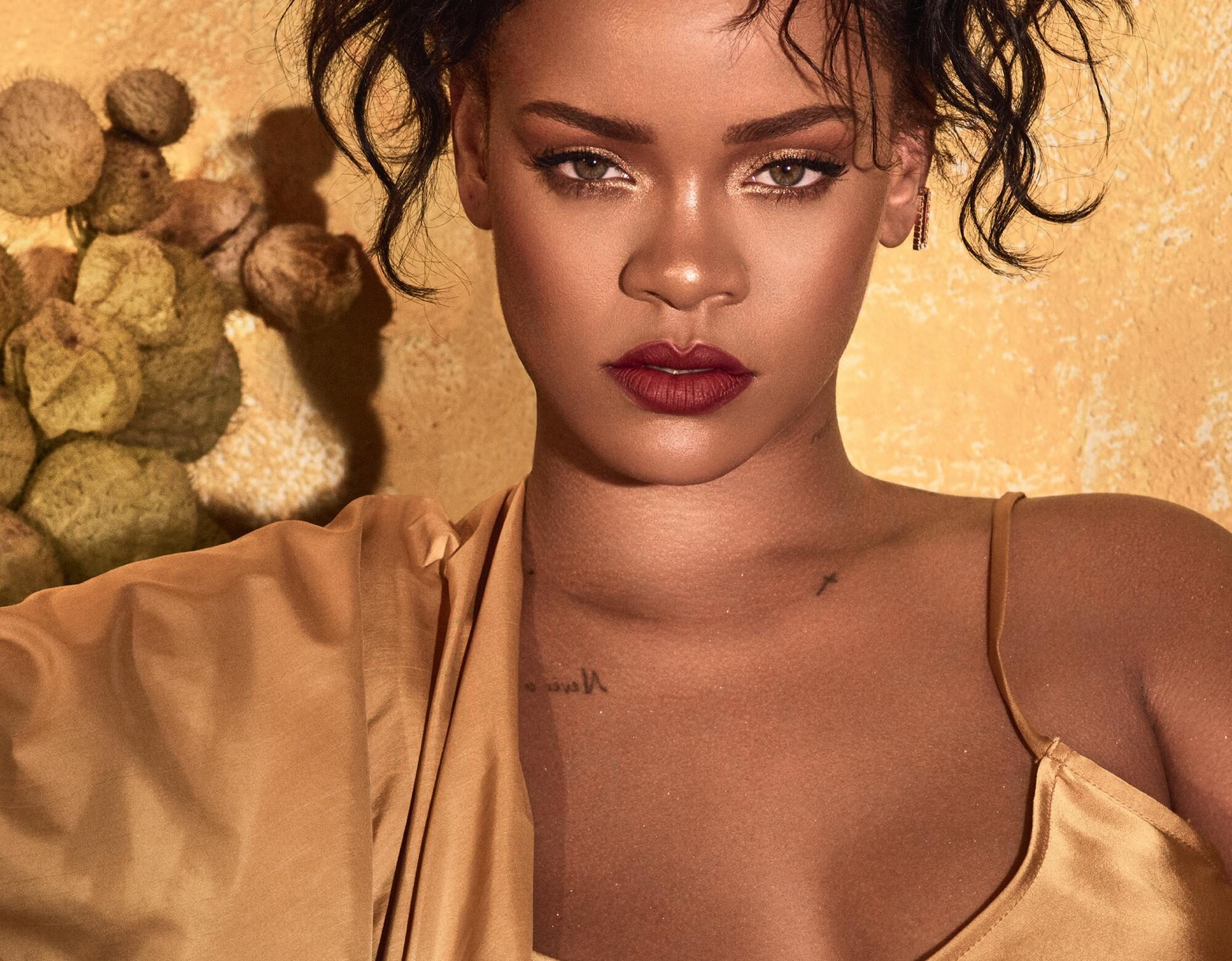 Rihanna quiere que todas sigamos su rutina de belleza