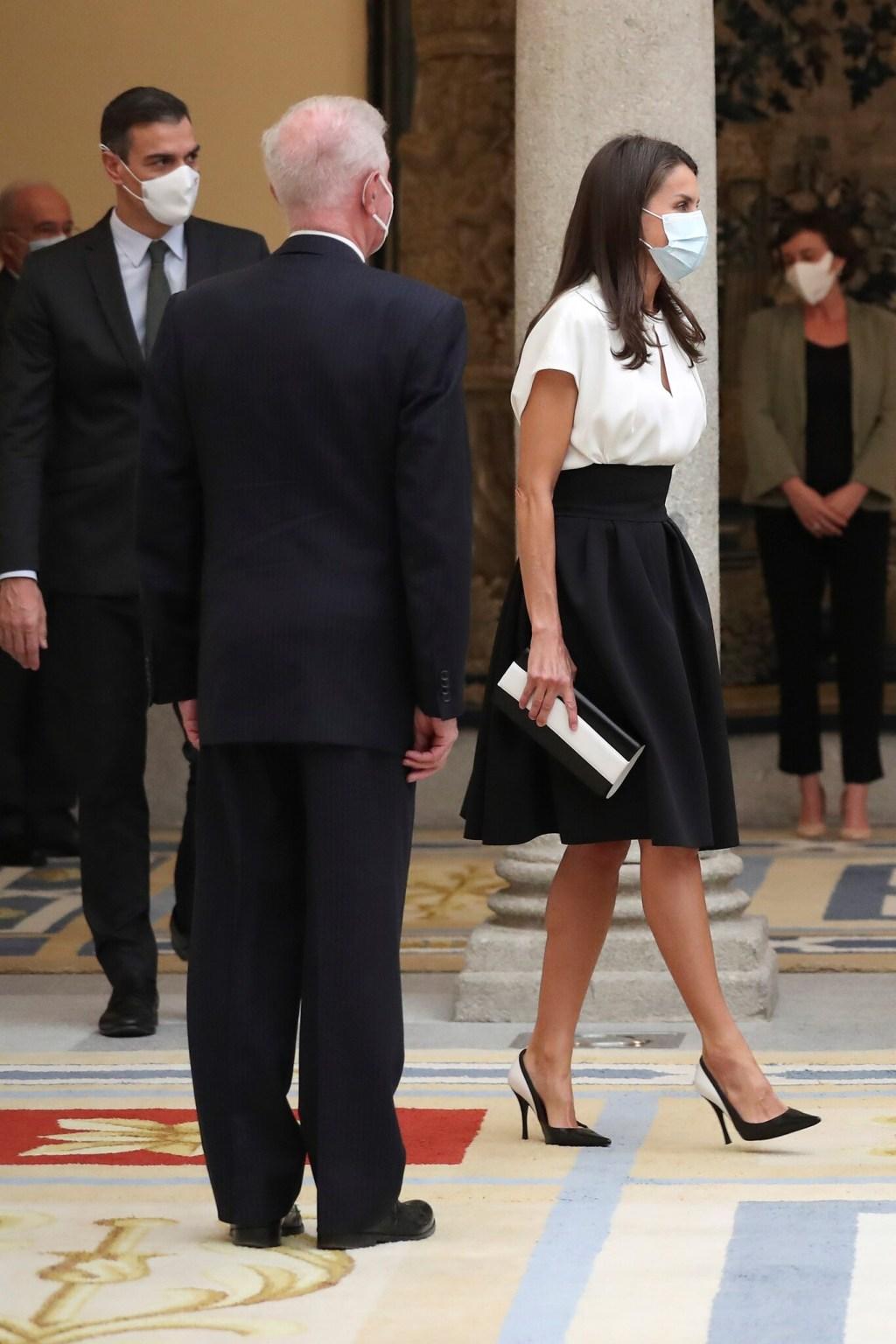 La reina Letizia y sus dos looks que combinan lo lady y lo working