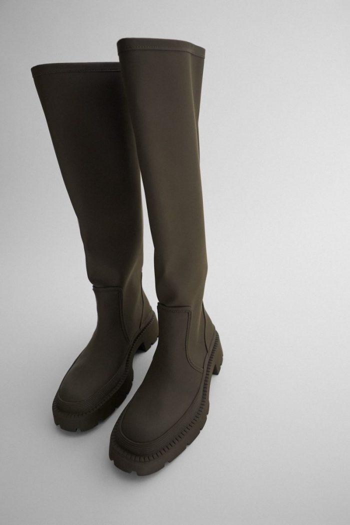 Zara tiene las botas de agua que necesitas (y que ya hemos visto a Sara Carbonero)