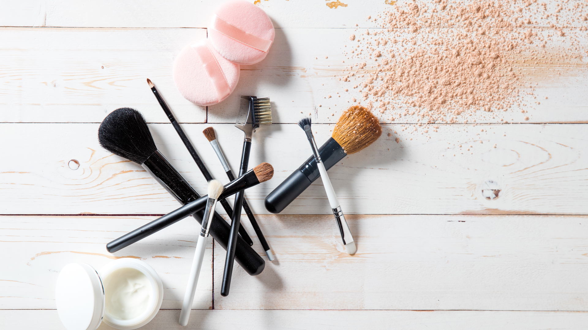 ¿Qué pasa si no lavas tus brochas de maquillaje?