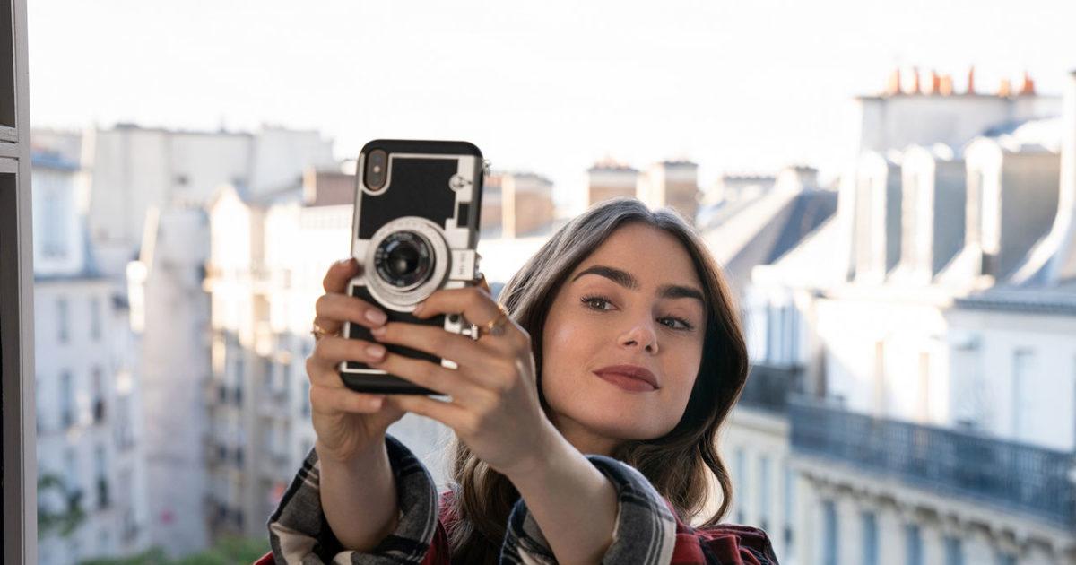 La funda del móvil de 'Emily en París' que tú también puedes tener