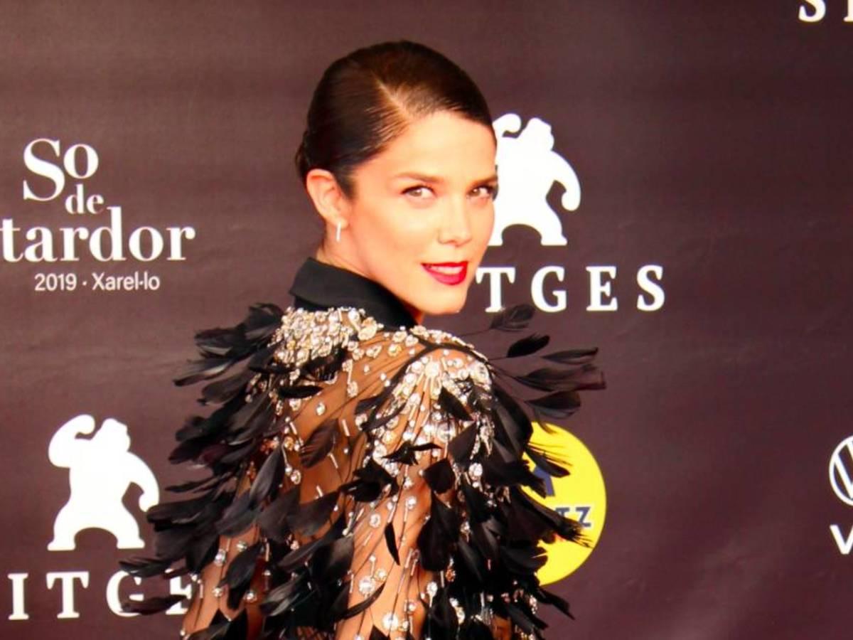 Sabemos cómo copiar el maravilloso maquillaje de Juana Acosta en Sitges