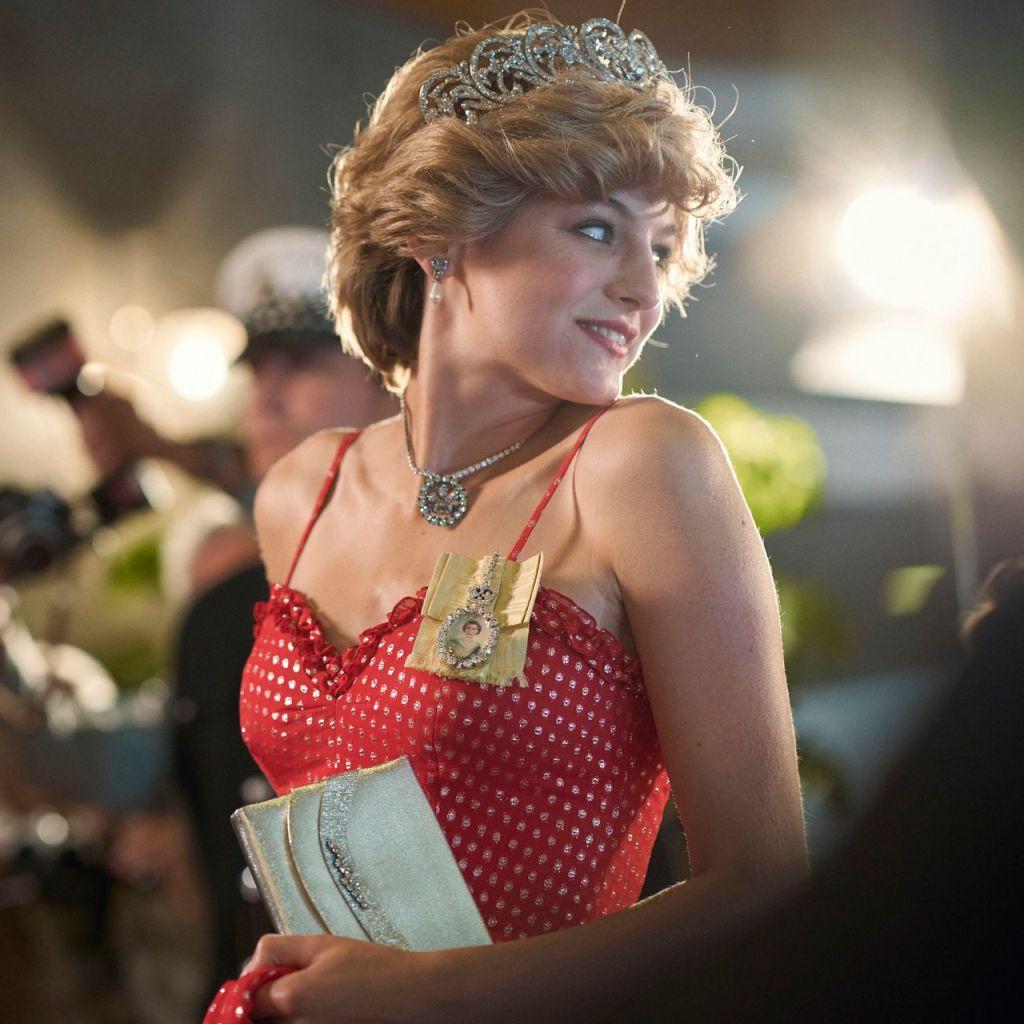 Los mejores outfits de Emma Corrin en The Crown y su gran parecido con Lady Di