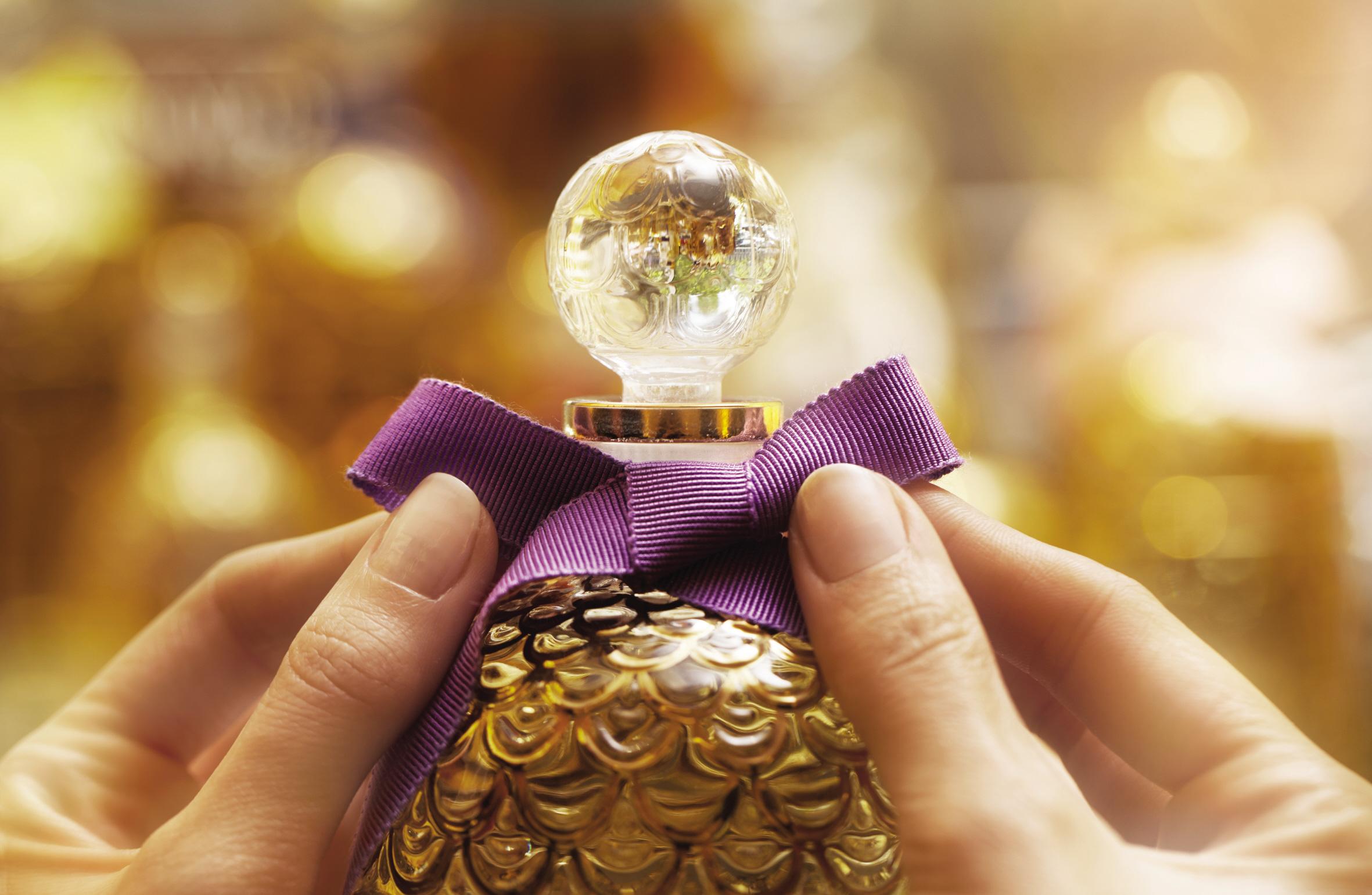 Si te gustan los objetos exclusivos y con mucha historia, no puede faltar en tu tocador uno de los perfumes míticos, cuyo frasco además es una auténtica joya.