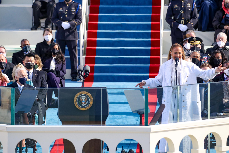 Jennifer Lopez apuesta por Chanel en un show lleno de emoción en Washington