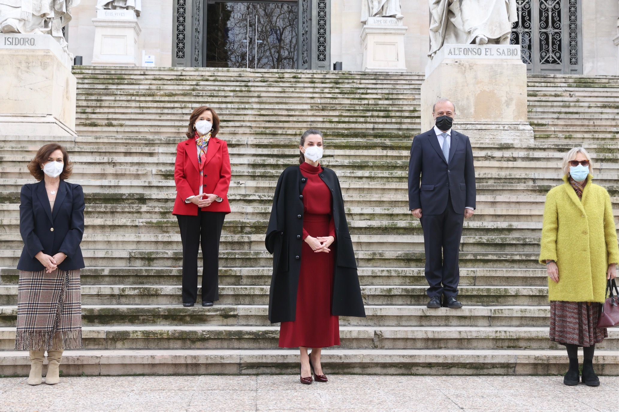 La reina Letizia estrena vestido de edición limitada de Massimo Dutti
