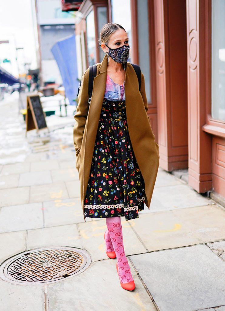Sarah Jessica Parker con un look muy Carrie Bradshaw en Nueva York