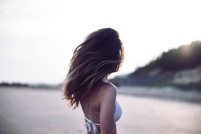 3 consejos para cuidar tu cabello del cloro y rayos UV