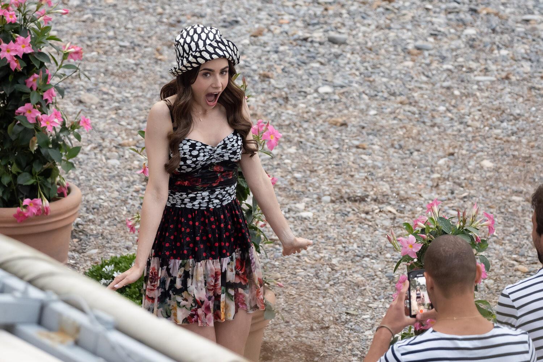 Ya sabemos cómo son los primeros looks de la segunda temporada de 'Emily en Paris'