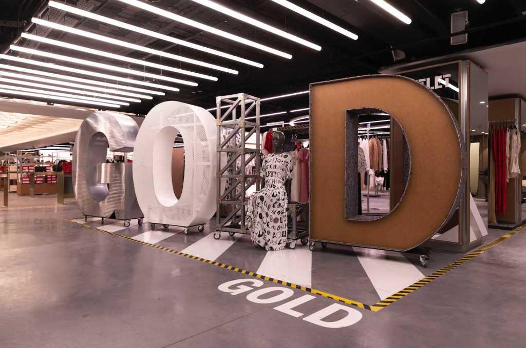 El Corte Inglés inaugura un outlet con más de 150 marcas de moda