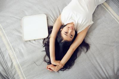 5 trucos para que tu piel se vea descansada (aunque duermas mal)