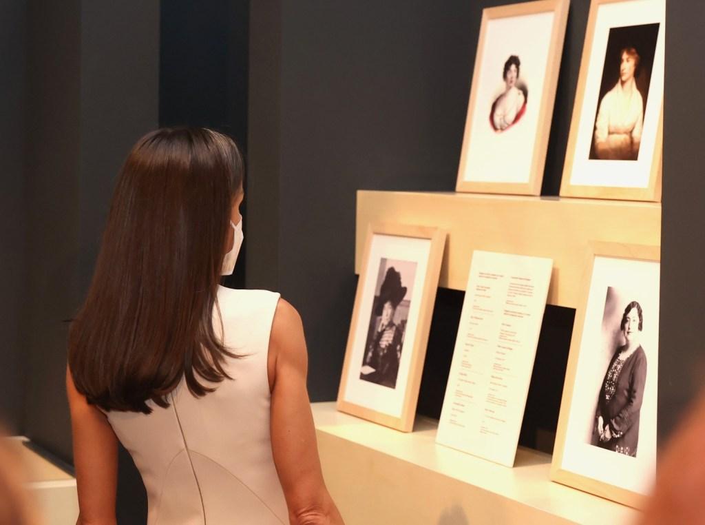La reina Letizia recupera uno de sus looks más minimalistas