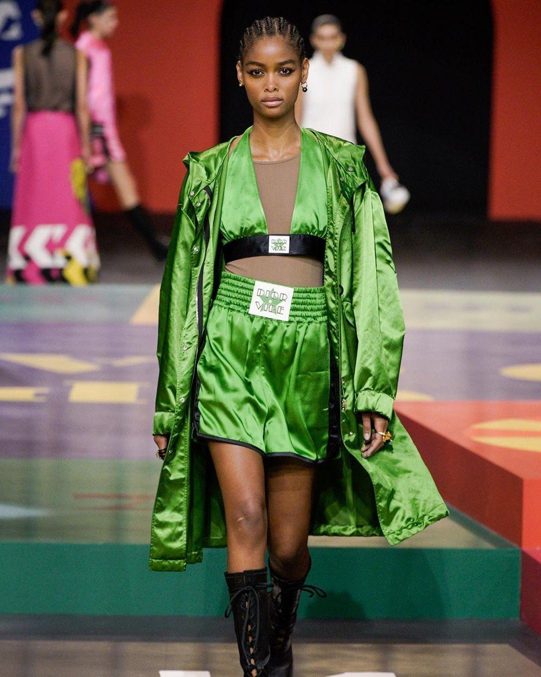 Dior llena de color Paris Fashion Week con su colección primavera-verano 2022