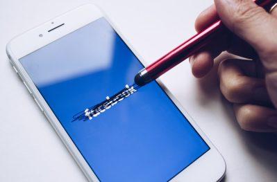 Mark Zuckerberg planea cambiar el nombre a Facebook