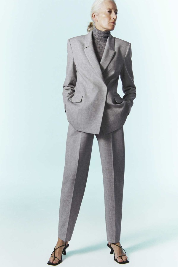Zara vuelve a apostar por la inclusión con una modelo de 57 años