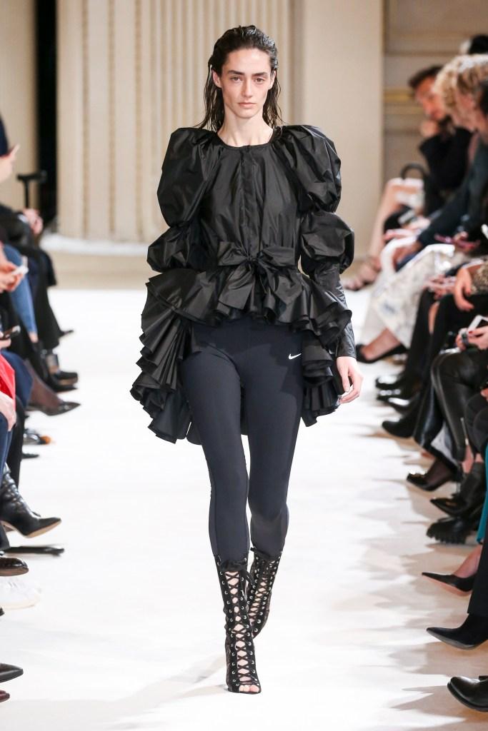 Giambattista Valli presentará una colección cápsula de activewear en enero
