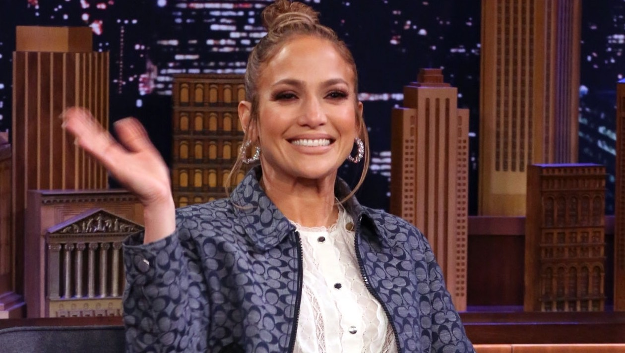 Jennifer Lopez practica béisbol con Alex Rodriguez durante la cuarentena
