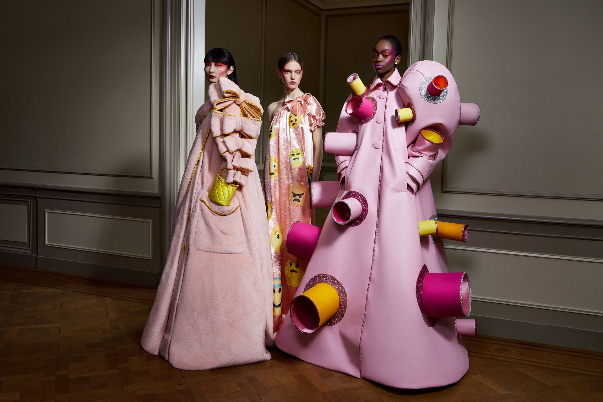 Viktor & Rolf representa a través de la ropa las etapas emocionales que todos hemos atravesado por la pandemia