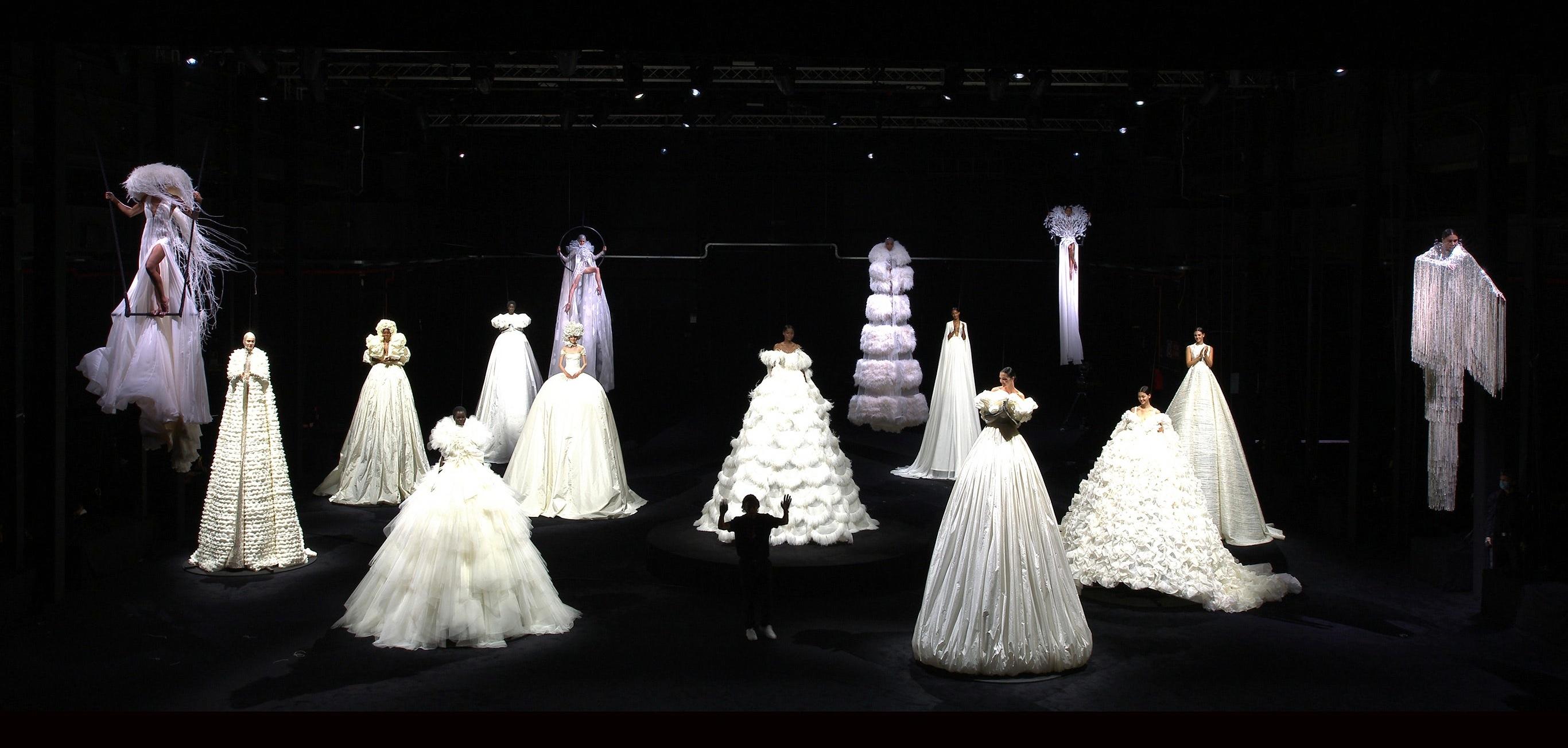 10 vestidos blancos por Valentino Alta Costura de los que te vas a enamorar
