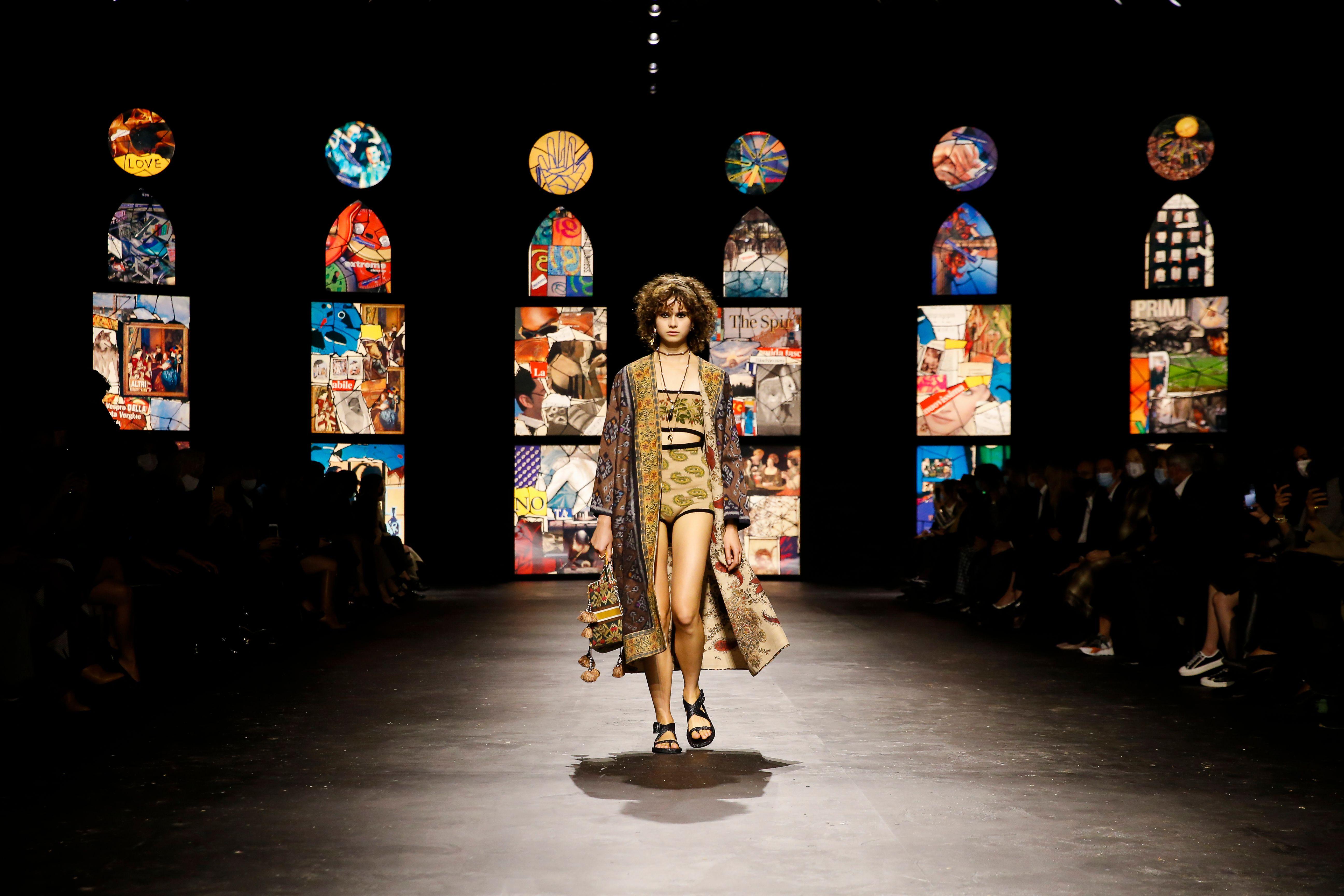 Para Primavera Verano 2021 Dior Vuelve A Demostrar El Poder Y La Fuerza De La Mujer Contemporanea Grazia Mexico Y Latinoamerica