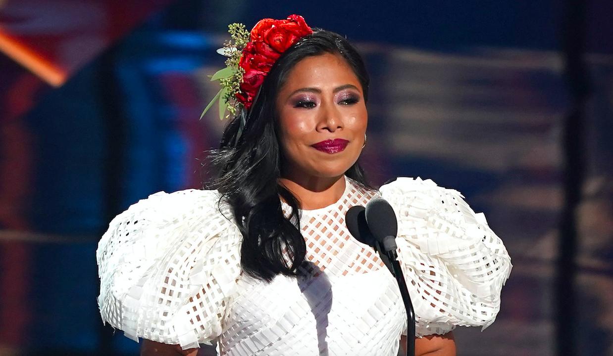 Los looks de Yalitza Aparicio en Latin Grammy 2020