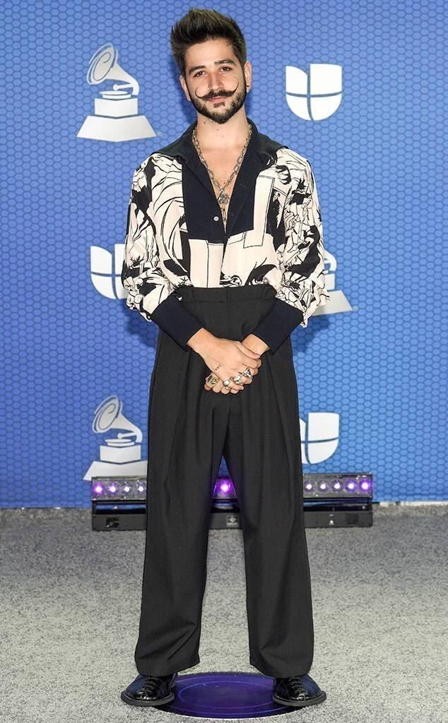 Ana Brenda con dos piezas y firmado por Stella McCartney: un top de mangas largas y pronunciado escote en V