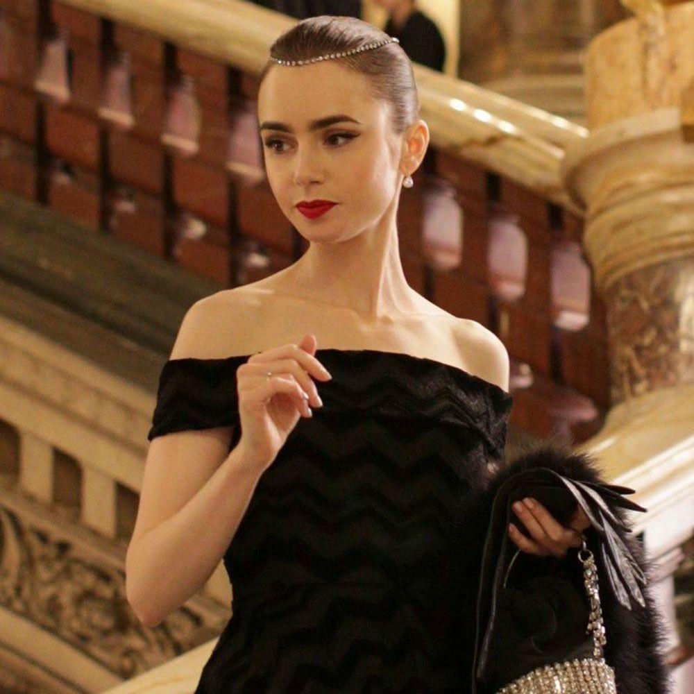 Sabemos de dónde es el labial rojo más glamouroso de 'Emily in Paris'