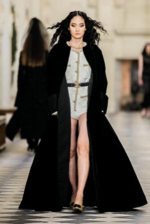 "Chanel Métiers d'art 2021: ""Le Château des Dames"" o la sofisticación relajada"