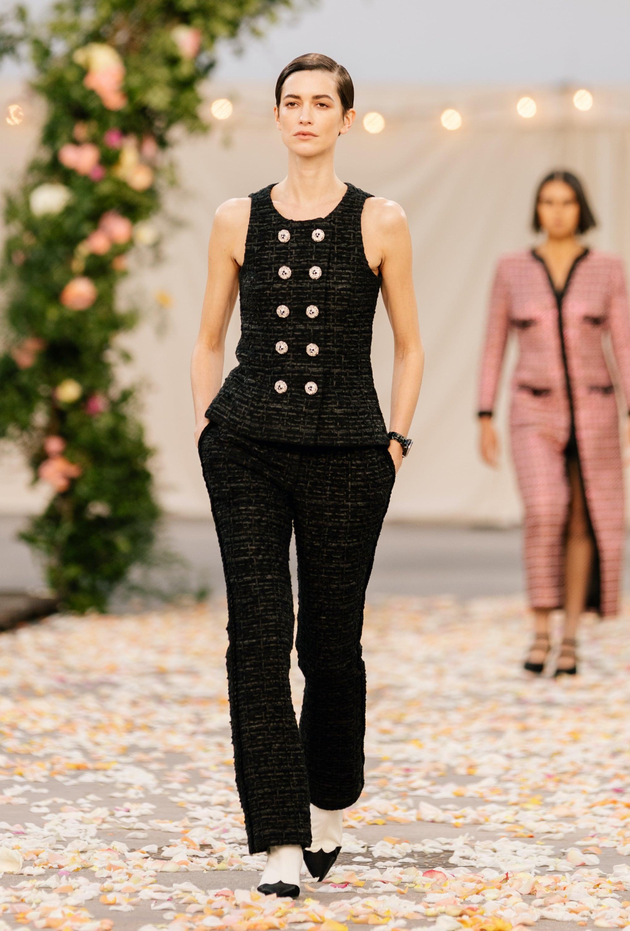 Chanel viste la Alta Costura de fiesta con su colección primavera-verano 2021