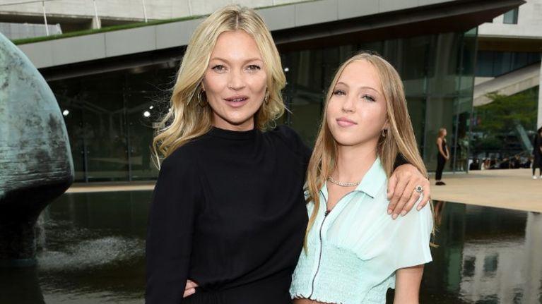 Kate Mos y su hija, Lila Moss, fueron protagonistas en el nuevo desfile de Fendi
