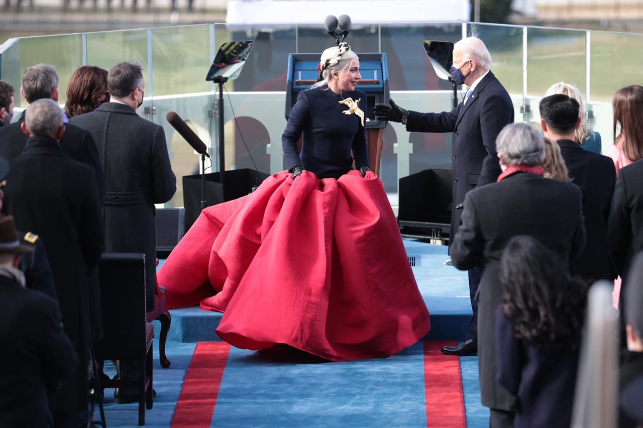 Lady Gaga y su impresionante vestido en la toma de protesta de Joe Biden