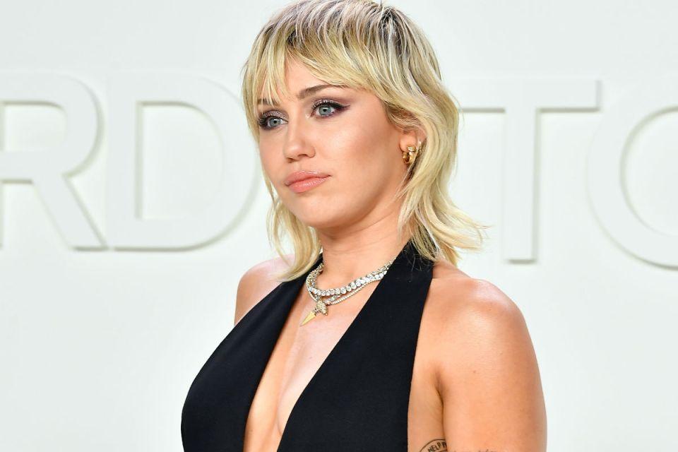 ¡Miley Cyrus se une al Super Bowl 2021 con homenaje en TikTok al personal de salud!