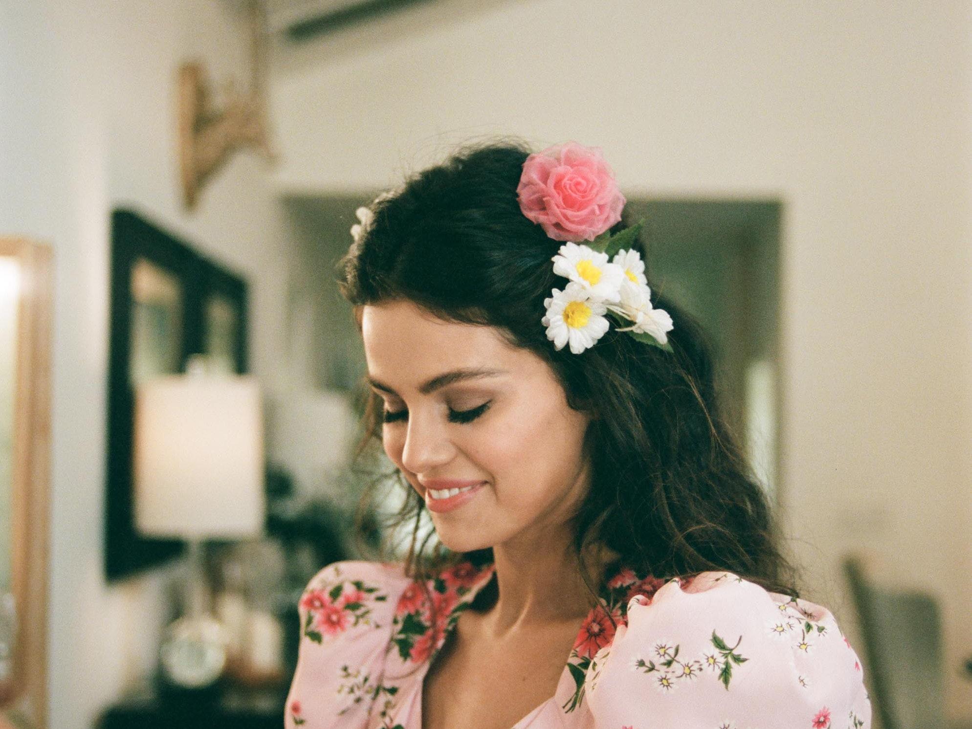 """Selena Gomez hace guiños a la cultura mexicana en su nuevo video """"De una vez"""""""