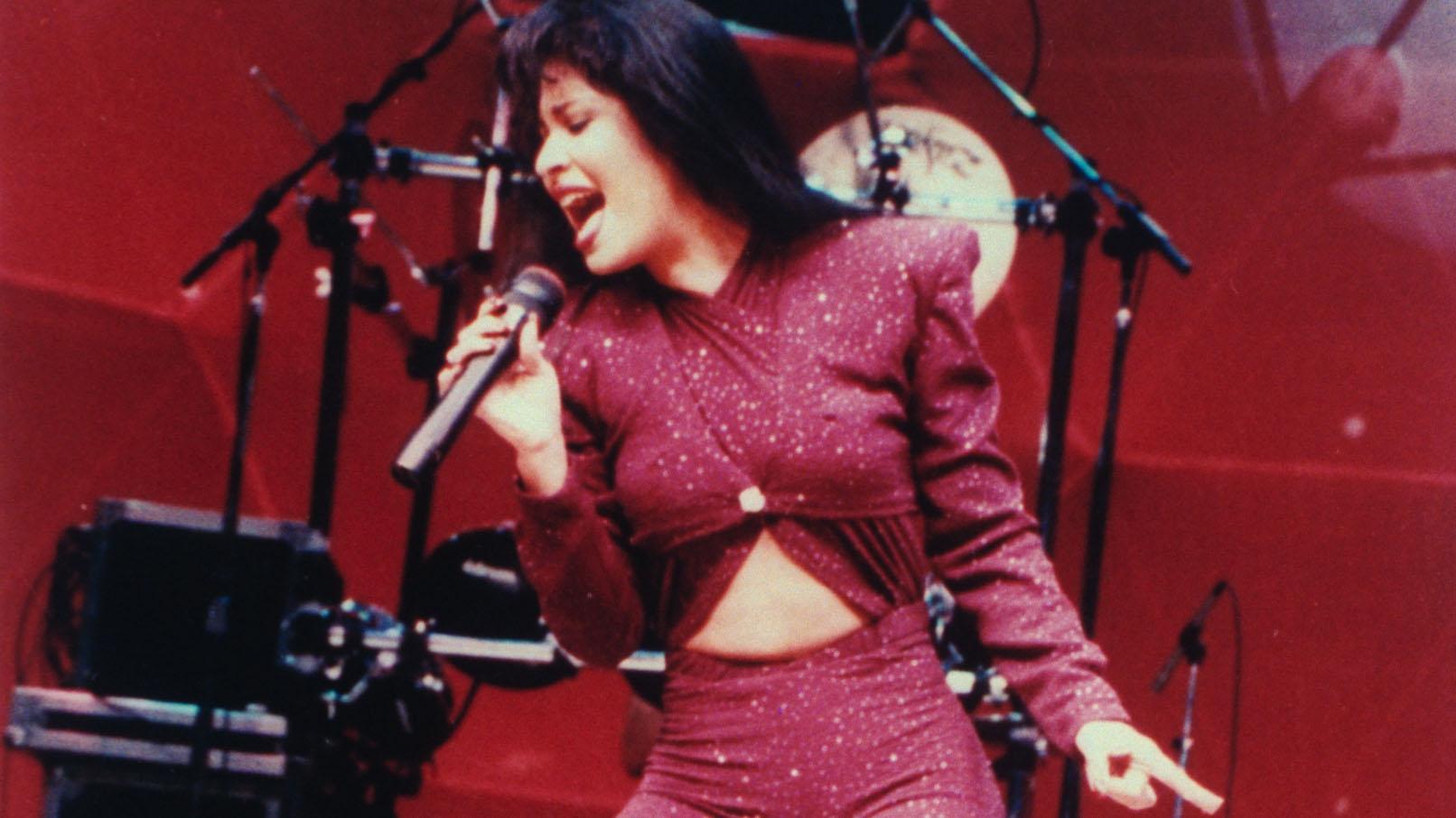 Niña británica de 4 años se vuelve viral por cantar canciones de Selena
